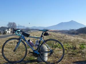 気球と筑波山と自転車